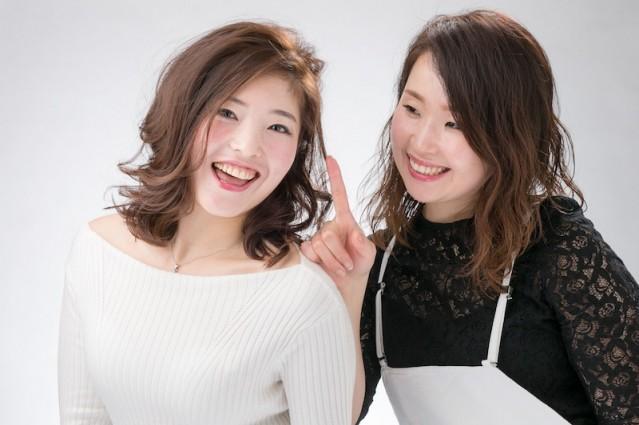 成功告别了幼稚形象的小VEGA与美发师伊藤佑子。