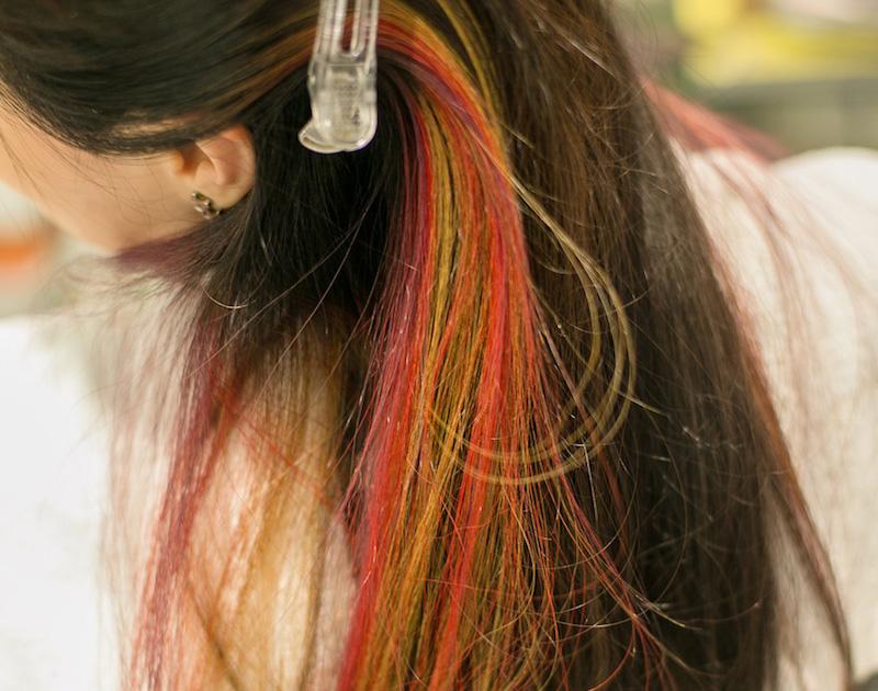 头发已被染上鲜艳的颜色!大变身的预感啊!♪