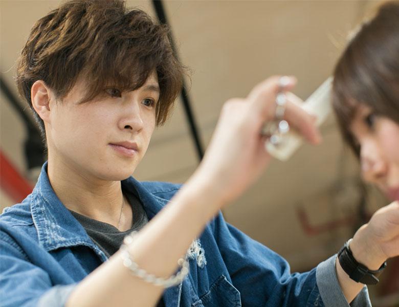 拥有敏锐时尚嗅觉以及精湛技艺的IDEA中籍发型师KEI@人民广场店