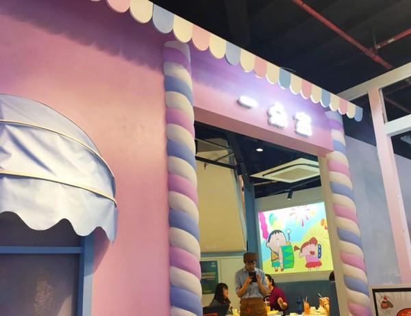 蜡笔小新正版主题餐厅位于上海大悦城北座八楼八吉岛内